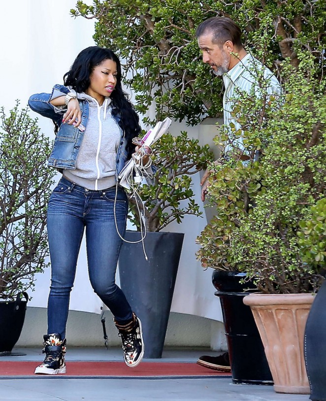 Nicki Minaj in Jeans -01