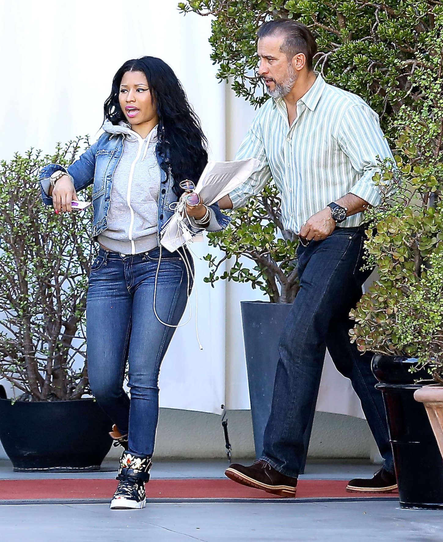 Nicki Minaj in Jeans -08