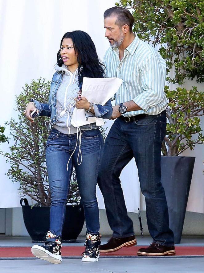 Nicki Minaj in Jeans -09