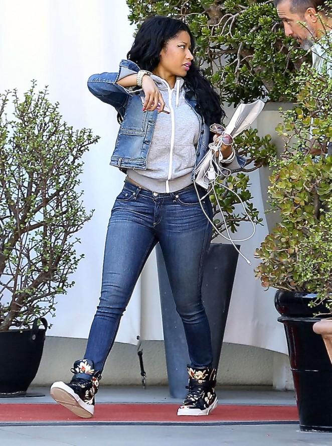 Nicki Minaj 2015 : Nicki Minaj in Jeans -10