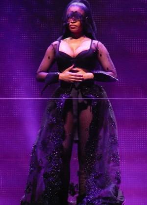 Nicki Minaj: The Pinkprint Tour -03