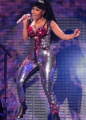 Nicki Minaj: The Pinkprint Tour -08