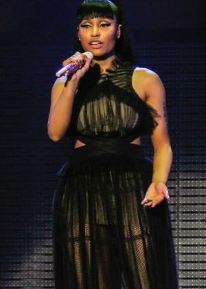 Nicki Minaj: The Pinkprint Tour -11