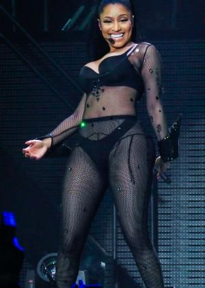 Nicki Minaj: The Pinkprint Tour -14