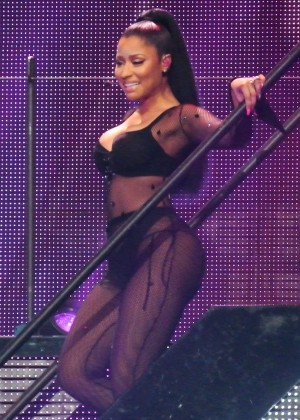 Nicki Minaj: The Pinkprint Tour -17