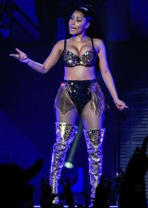 Nicki Minaj: The Pinkprint Tour -18