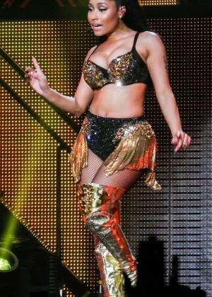 Nicki Minaj: The Pinkprint Tour -21