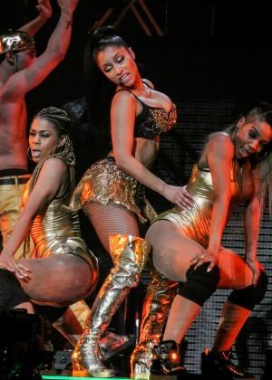 Nicki Minaj: The Pinkprint Tour -24
