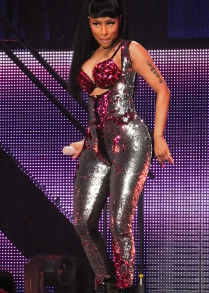 Nicki Minaj: The Pinkprint Tour -28