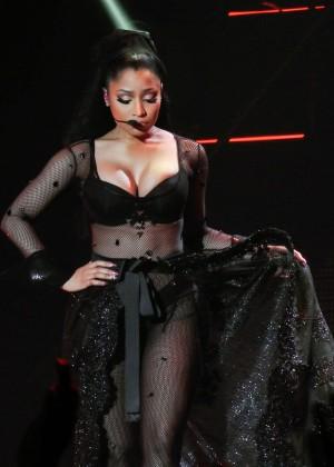 Nicki Minaj: The Pinkprint Tour -31
