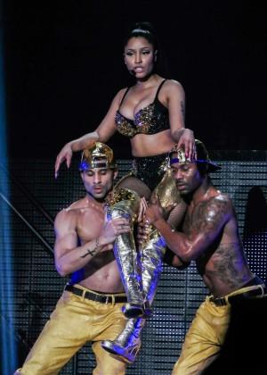Nicki Minaj: The Pinkprint Tour -33