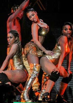Nicki Minaj: The Pinkprint Tour -34
