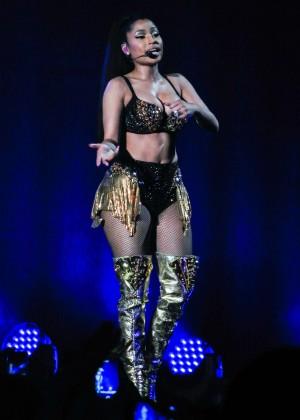 Nicki Minaj: The Pinkprint Tour -36