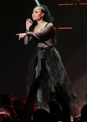Nicki Minaj: The Pinkprint Tour -38