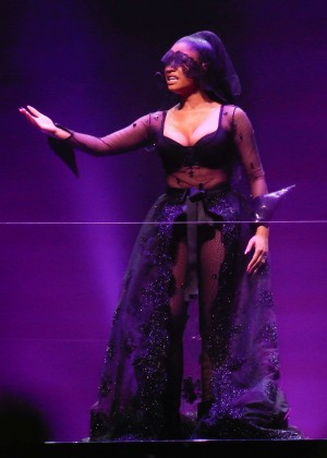 Nicki Minaj: The Pinkprint Tour -43