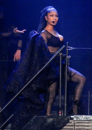 Nicki Minaj: The Pinkprint Tour -45