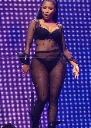 Nicki Minaj: The Pinkprint Tour -46