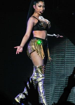 Nicki Minaj: The Pinkprint Tour -60