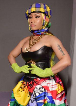 Nicki Minaj - Versace Fashion Show in Milan