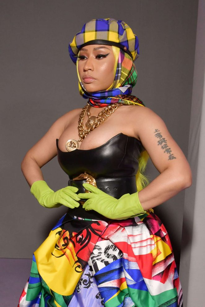 Nicki Minaj – Versace Fashion Show in Milan