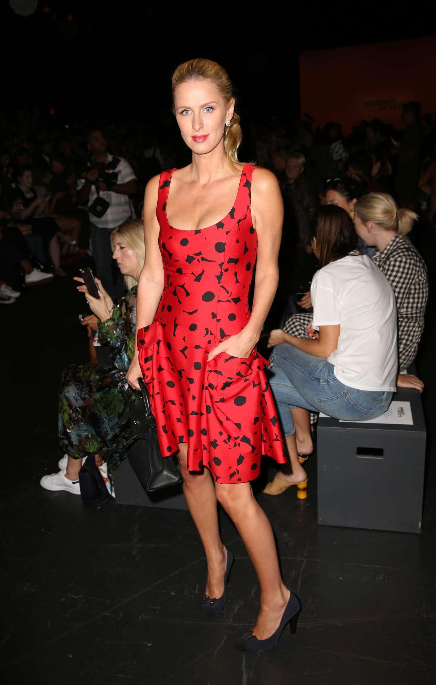 Nicky Hilton 2016 : Nicky and Paris Hilton: Arrives to Carolina Herrera SS17 Show -12