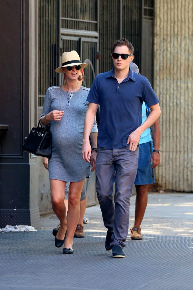 nicky hilton dating history Barron hilton is engaged to fiancée tessa gräfin von walderdorff, a writer, socialite and model who enjoy industrial techno.