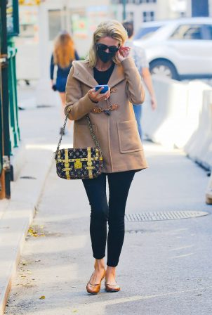 Nicky Hilton - Carrying Louis Vuitton handbag in New York