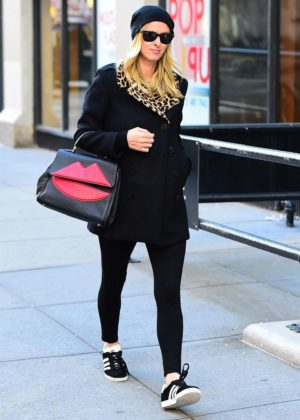 8de451a6 Nicky Hilton in a black coat with a leopard print collar -02 | GotCeleb