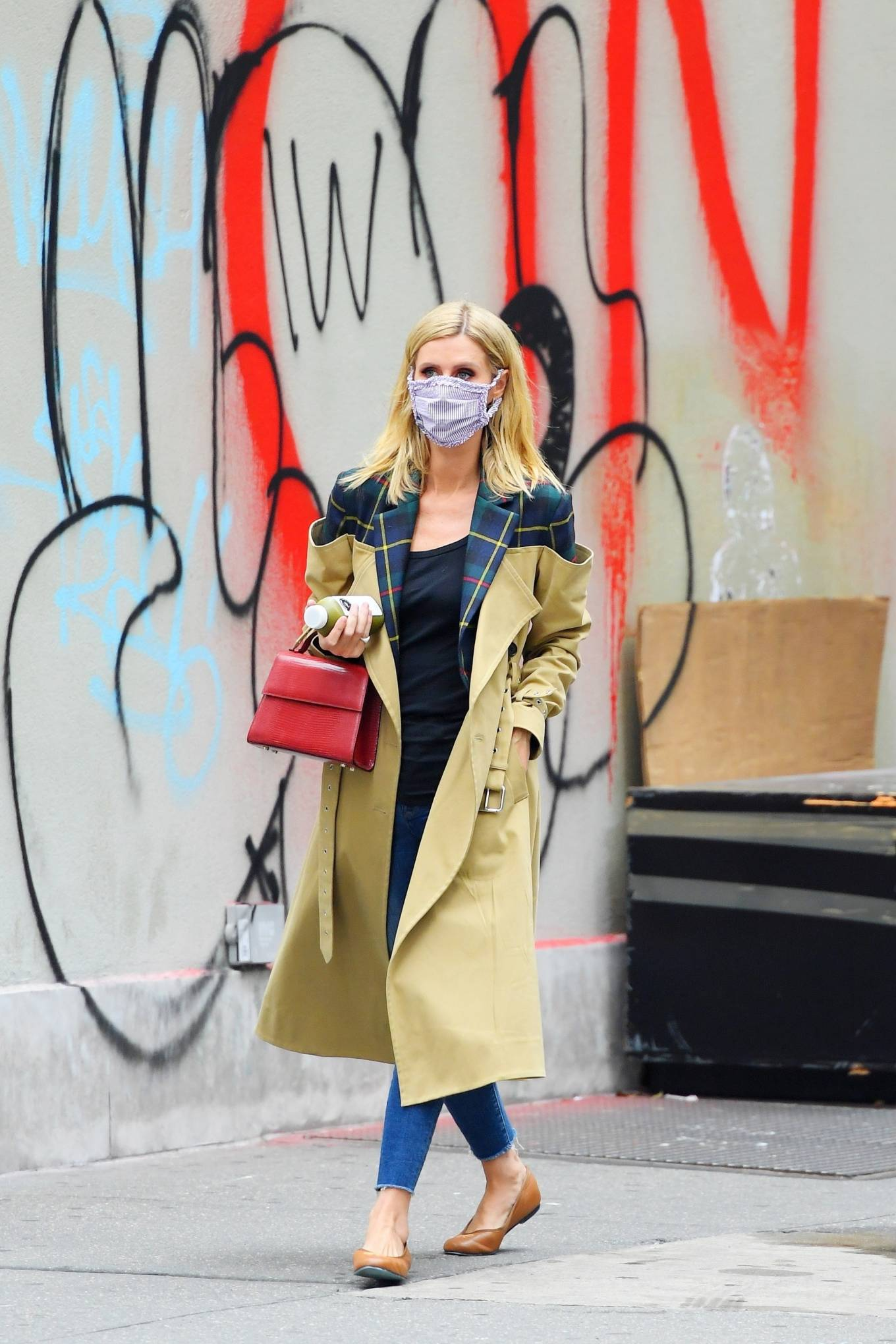Nicky Hilton Rothschild 2020 : Nicky Hilton Rothschild – Looking chic while out in Soho-03
