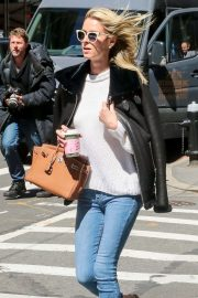 Nicky Hilton Rothschild - Seen while strolls through her neighborhood