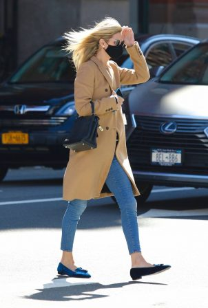 Nicky Hilton Rothschild - Shopping in Manhattan