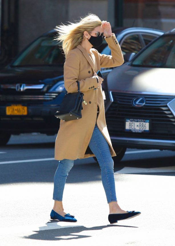 Nicky Hilton Rothschild - Shopping in Manhattan