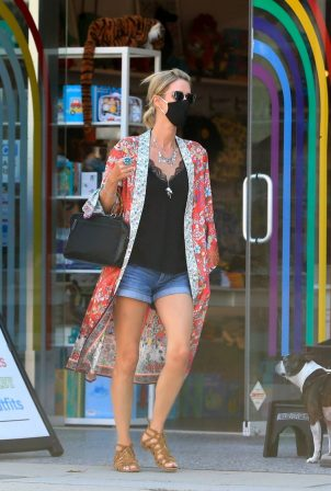 Nicky Hilton - Shopping at Kitson Kids in West Hollywood