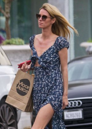 Nicky Hilton - Shopping on Melrose Place in West Hollywood