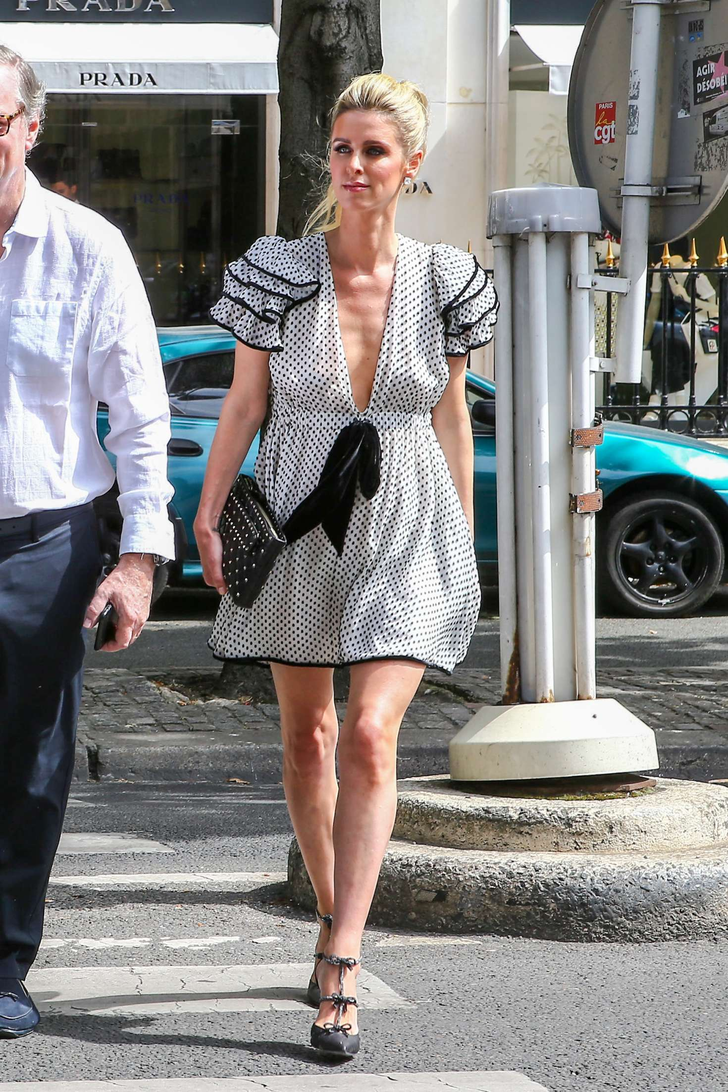 Nicky Hilton - Shopping with her parents in Paris