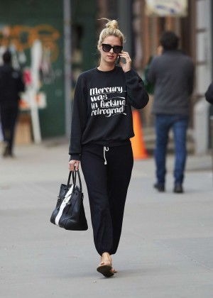 Nicky Hilton walking the street -04