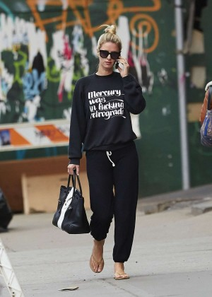 Nicky Hilton walking the street -09
