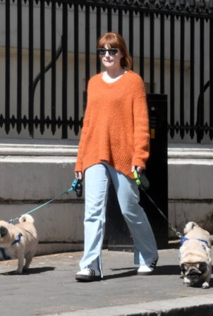 Nicola Roberts - Steps out for a walk in London