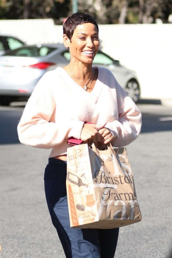 Nicole Murphy at Bristol Farms in Beverly Hills