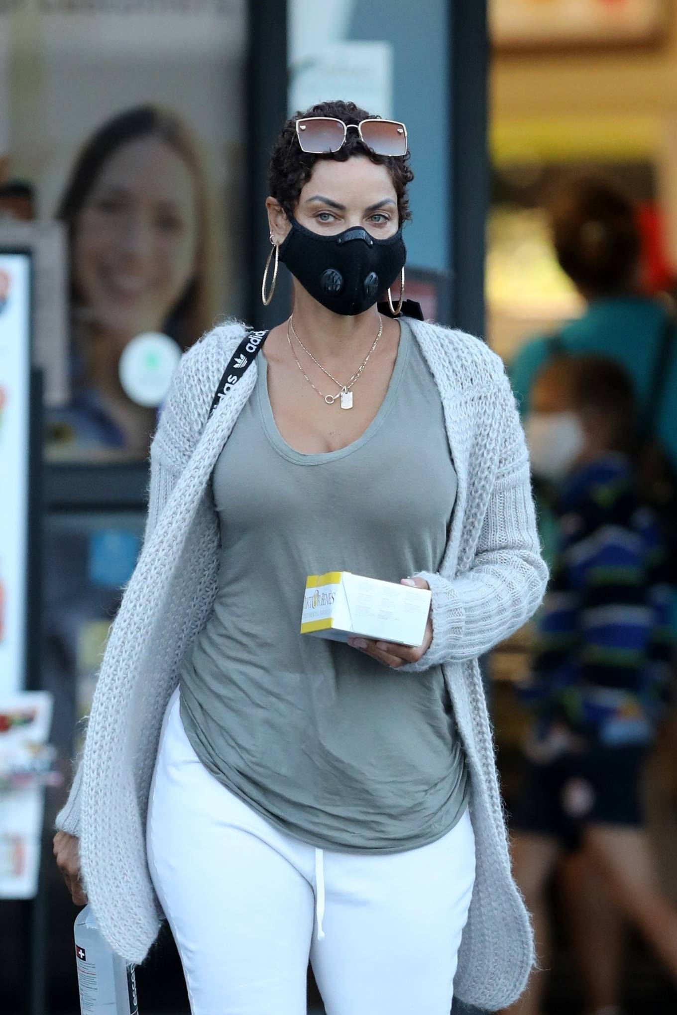 Nicole Murphy at Gelson's Market in Pacific Palisades