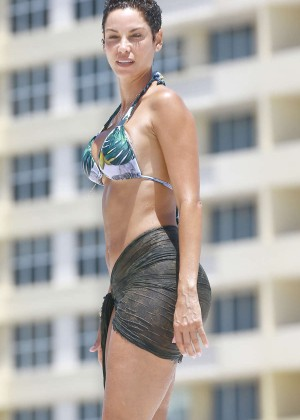 Nicole Murphy in Bikini -04