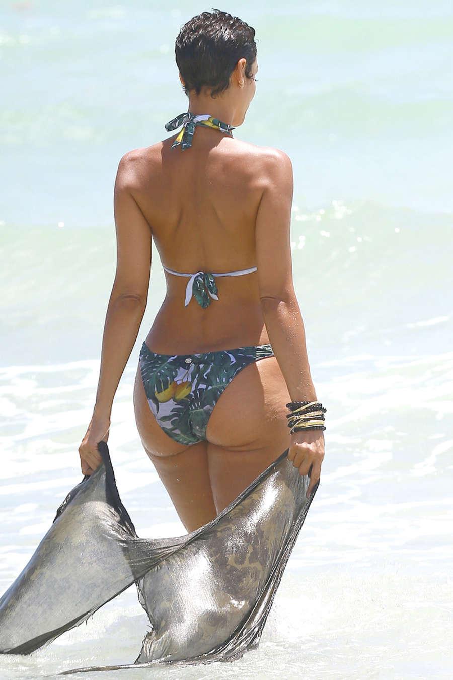 Nicole Murphy In Bikini 05 Gotceleb