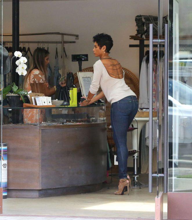 Nicole Murphy in Tight Jeans Shopping in Malibu