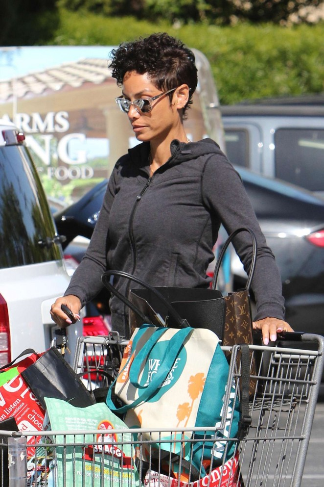 Nicole Murphy: Leaves Bristol Farms -16
