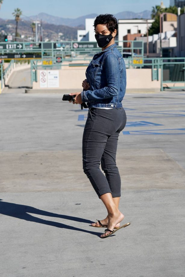 Nicole Murphy -Leaving the doctor's office in Beverly Hills