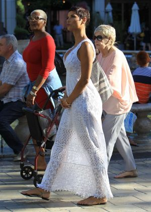 Nicole Murphy Shopping at the Grove in Hollywood
