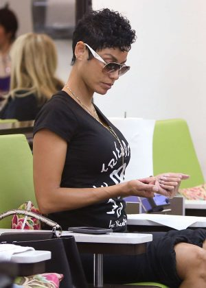 Nicole Murphy t the nail salon in Beverly Hills