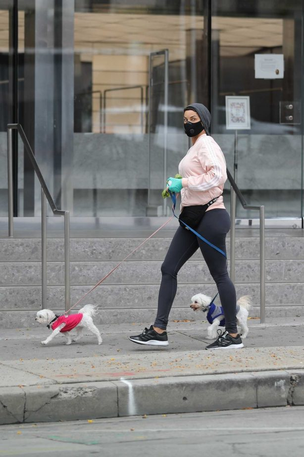 Nicole Murphy - Takes her dog for a walk during Coronavirus lockdown in Beverly Hills