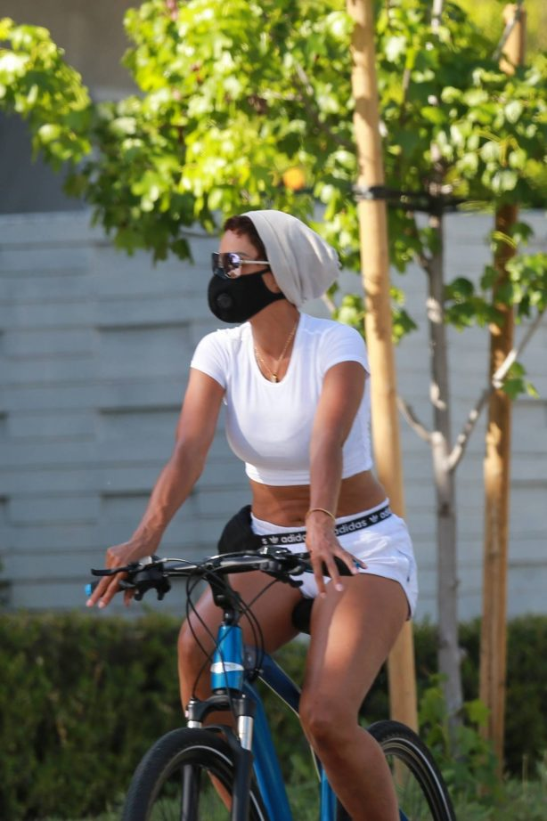 Nicole Murphy - Wears crop while out for a bike ride in Santa Monica
