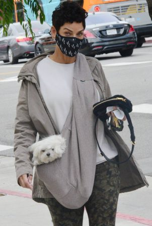 Nicole Murphy - With her dog on a chilly day in Beverly Hills